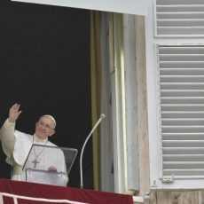 Папа: воскресший Иисус рядом с нами