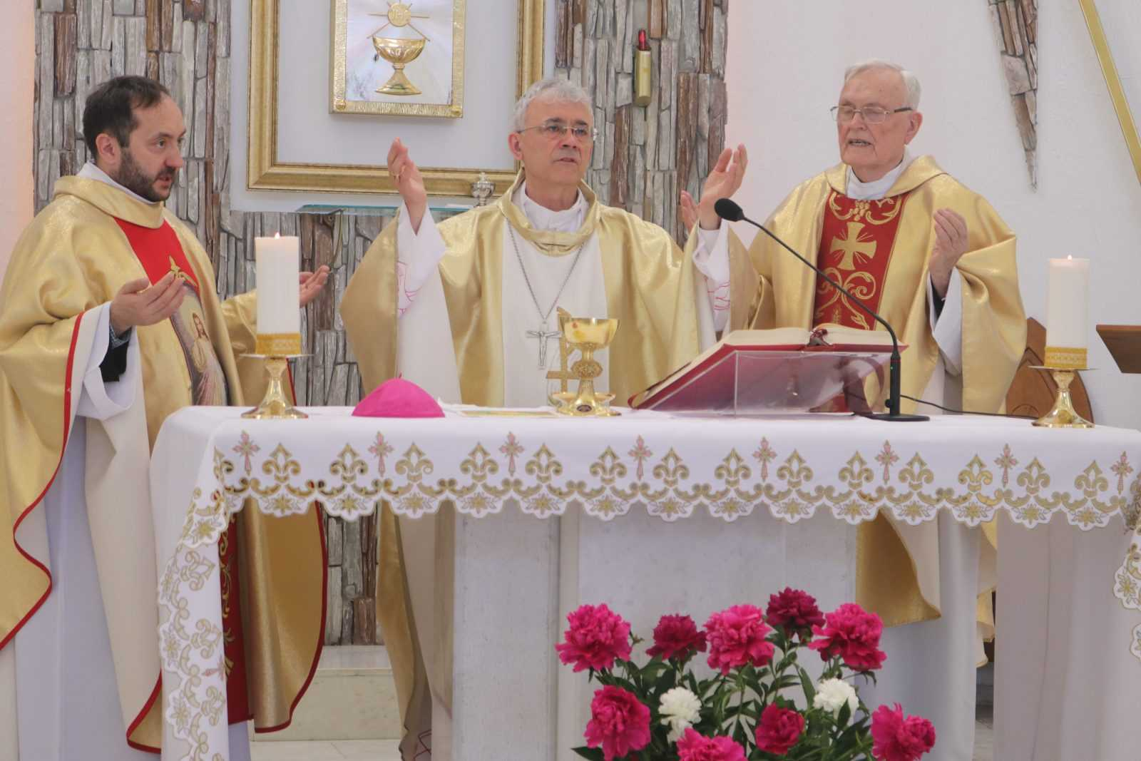 23 июня 2019 Влалыка Иосиф Верт посетил приход в Кемерово 5