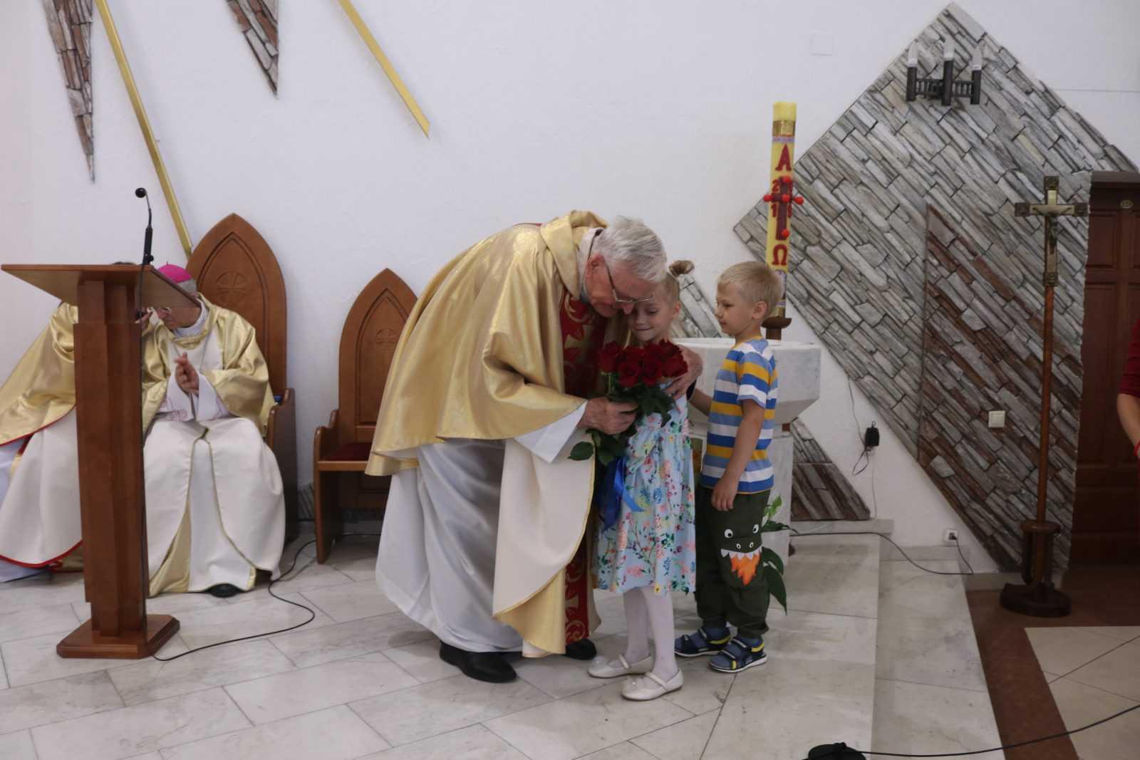 23 июня 2019 Влалыка Иосиф Верт посетил приход в Кемерово 9