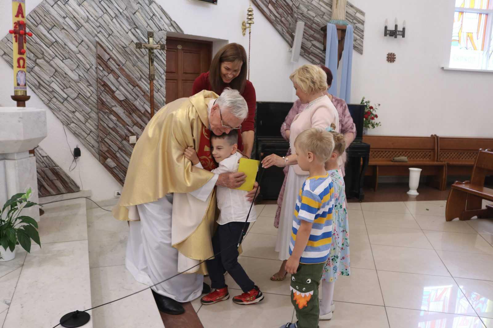 23 июня 2019 Влалыка Иосиф Верт посетил приход в Кемерово 10