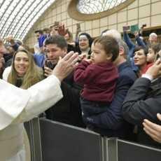Папа: переносить невзгоды в единении с Христом