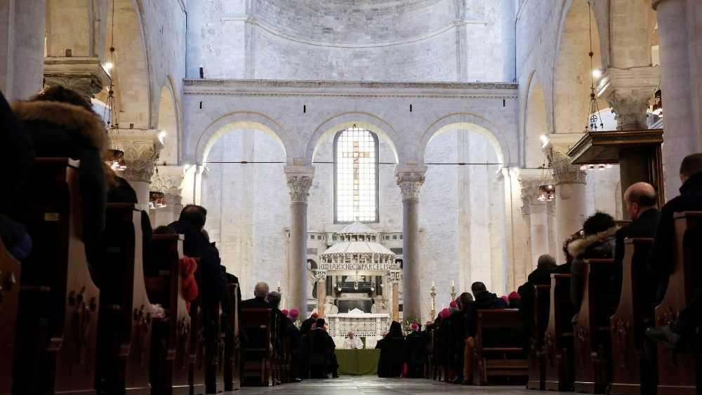Папа Франциск принял участие в заключительном акте встречи епископов Средиземноморья и отслужил св. Мессу в базилике Святого Николая 2