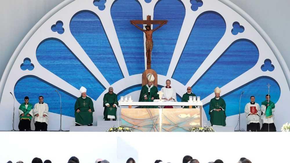 Папа Франциск принял участие в заключительном акте встречи епископов Средиземноморья и отслужил св. Мессу в базилике Святого Николая 4