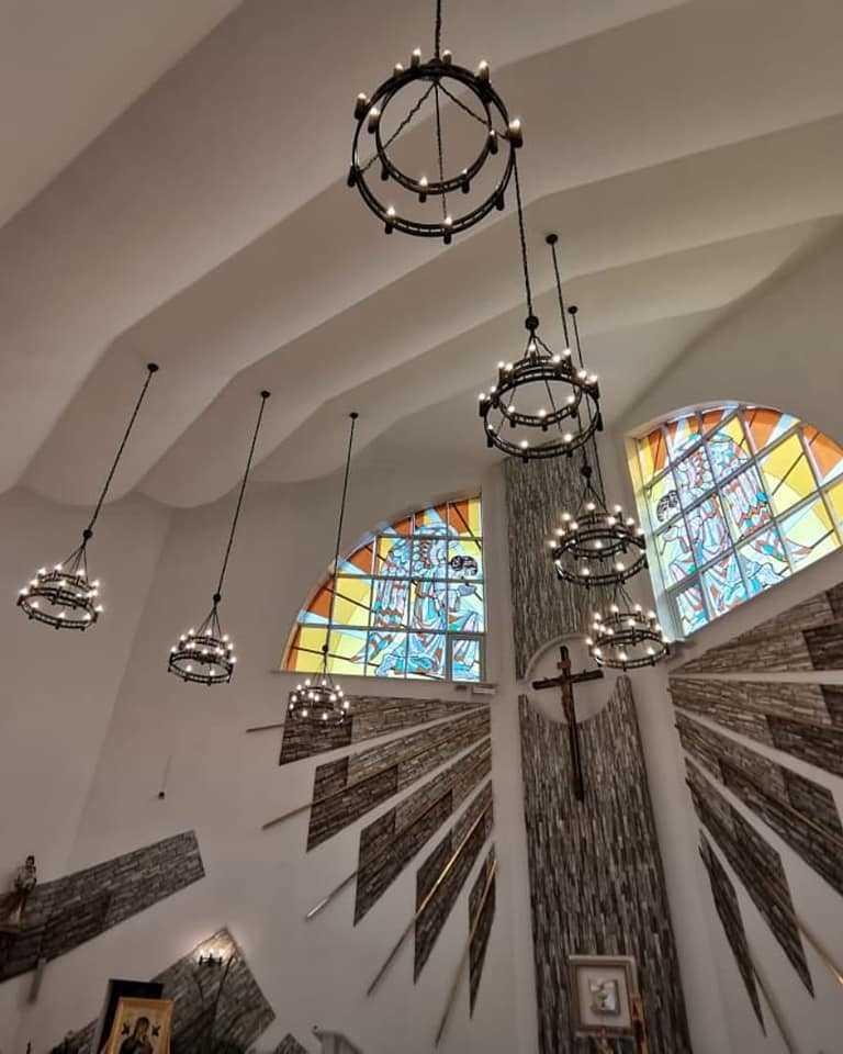 Тёплый свет новых лампочек будет освещать с этого дня наш храм..